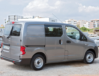 nissan nv200 v hicules utilitaires mat riels. Black Bedroom Furniture Sets. Home Design Ideas